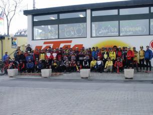 .... für ein Gruppenfoto mit 62 Bikern