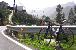 Ausfahrt von Puerto Rico über Mogan hinauf auf Ayacata und zurück über San Bartalomes und Playa del Ingles. Ja - richtig gelesen ... die Strecke ist mittlerweile komplett asphaltiert und ein Traum für Rennradler (101 Km mit 2000 Hm).