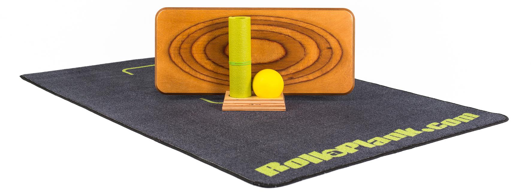 Das Komplettset besteht aus Brett, Ball, Matte, Teppich und Aufbewahrungsmodul.