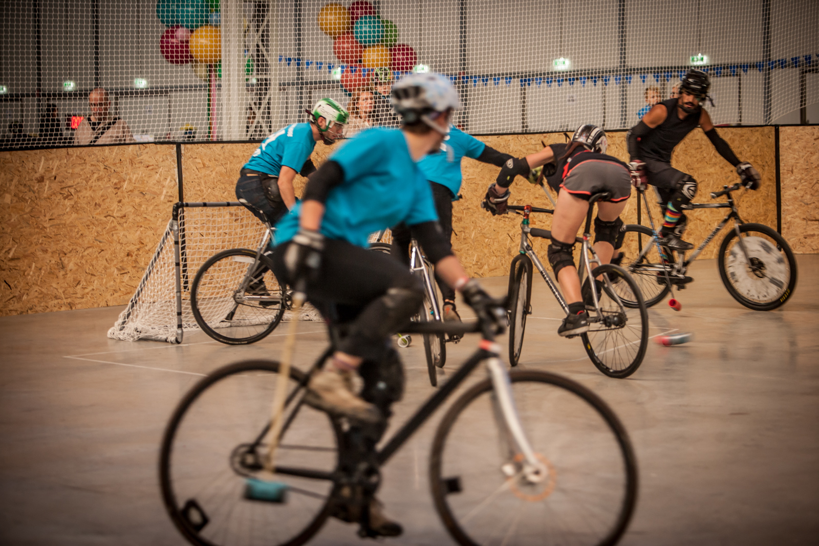 Noch so ein Faszinosum der Fahrradwelt: Bike Polo! Die Radbeherrschung der Jungs und Mädls ist bewundernswert, das Tempo des Spiels rasant.