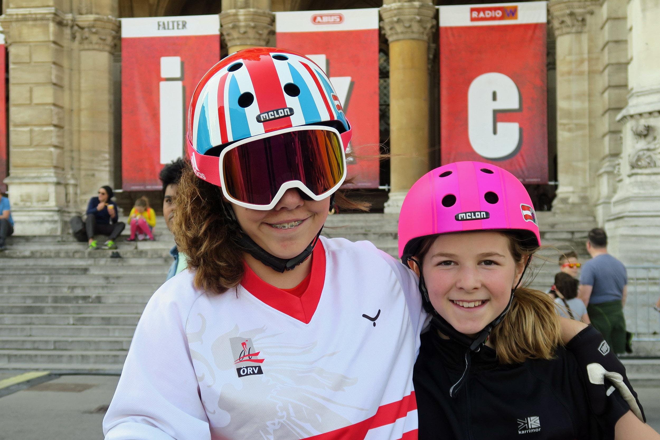 Gemeinsam mit ihrer Schwester Emilie (11) versuchte sich die zwölfjährige Niederösterreicherin an sämtlichen Attraktionen, die das Festival zu bieten hatte: