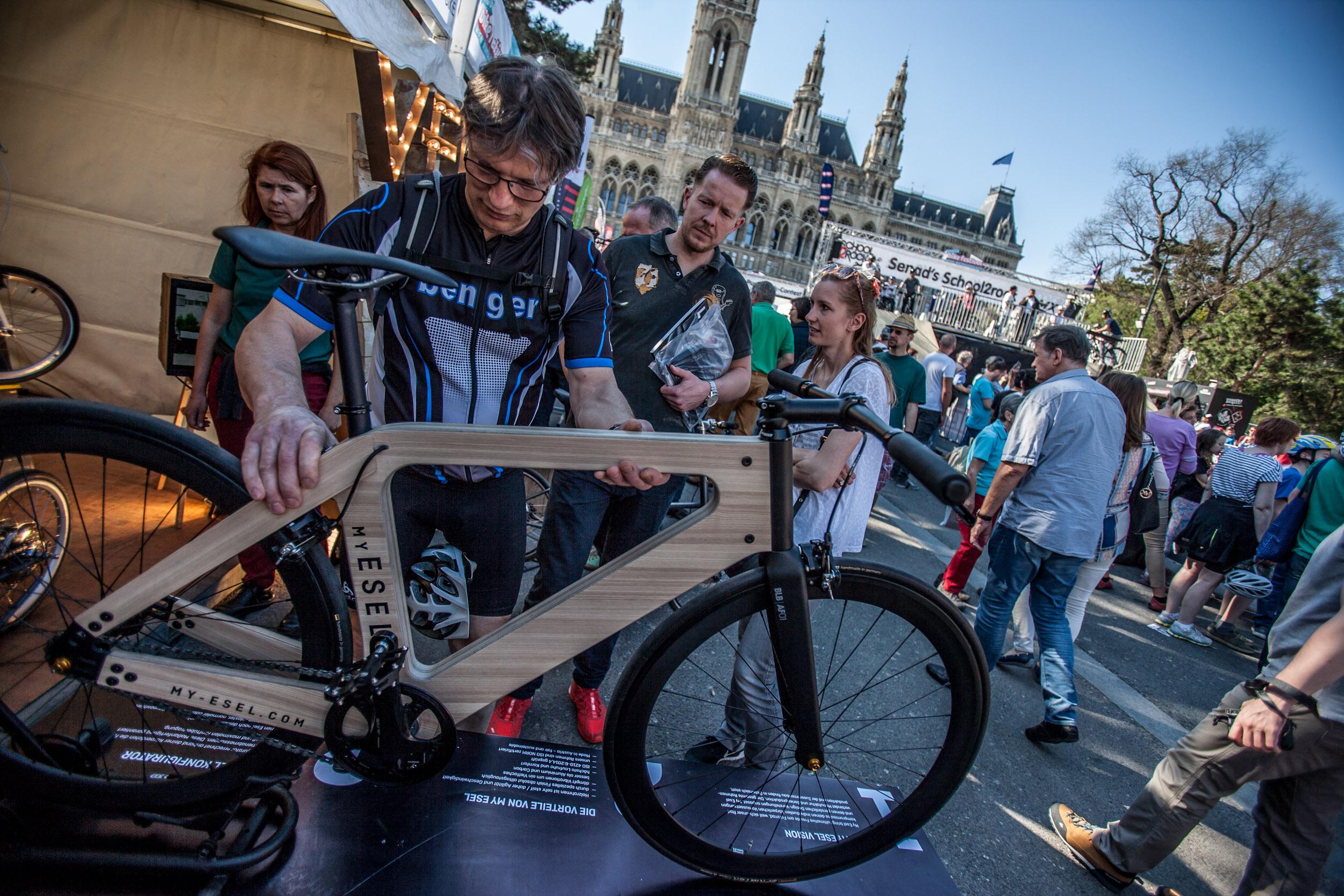 Fundament des Argus Bike Festival ist seit den frühesten Anfängen der Veranstaltung der Messebereich. Wer die über 100 Aussteller gewissenhaft abklapperte, erhielt einen fundierten Überblick aktueller Marken, Trends, Innovationen, Reiseziele uvm. Daneben war die Expo-Area auch der ideale Platz,