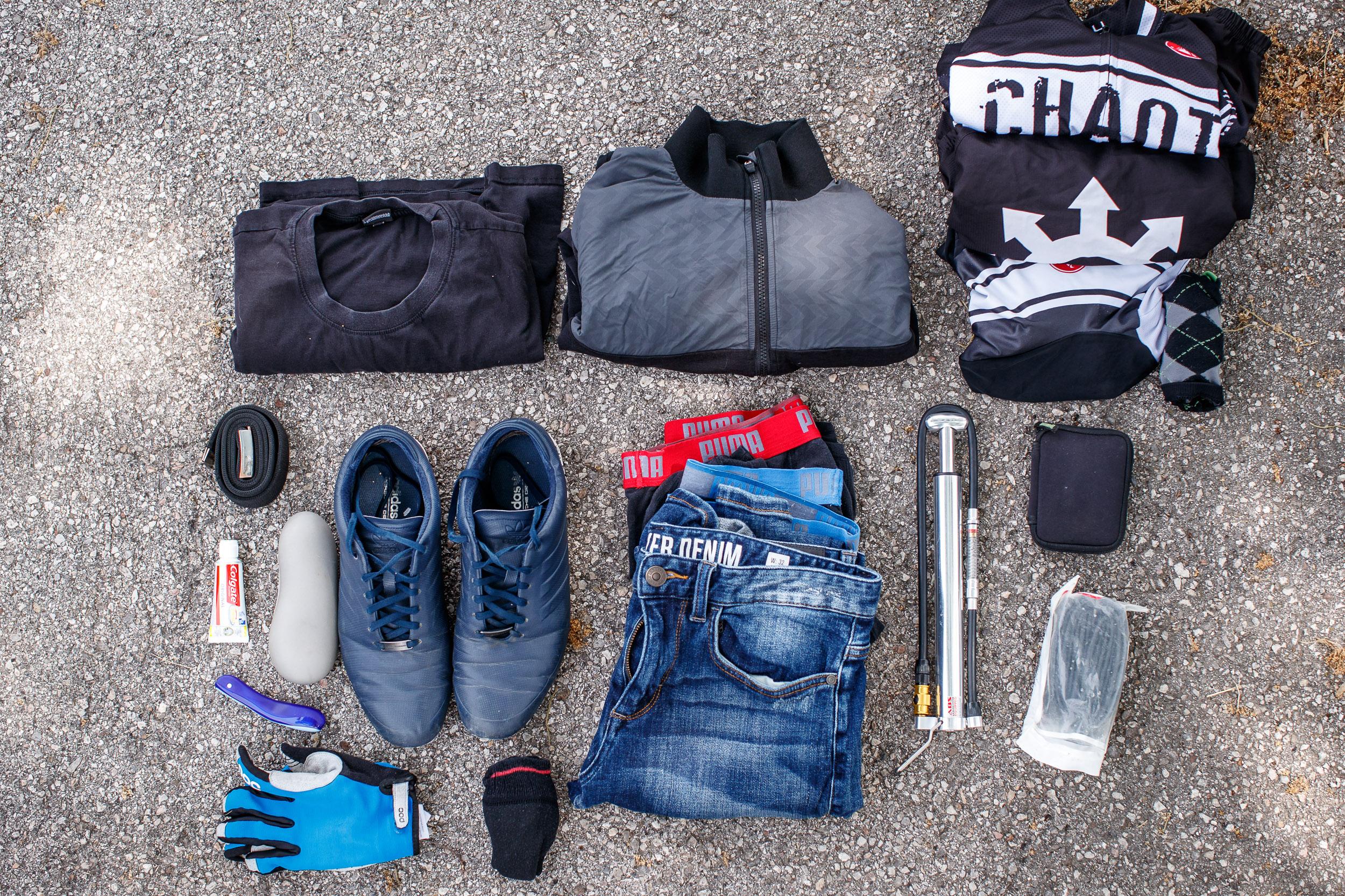 das alles wandert für eine 2-Tages-Tour in Oberrohr- und Satteltasche