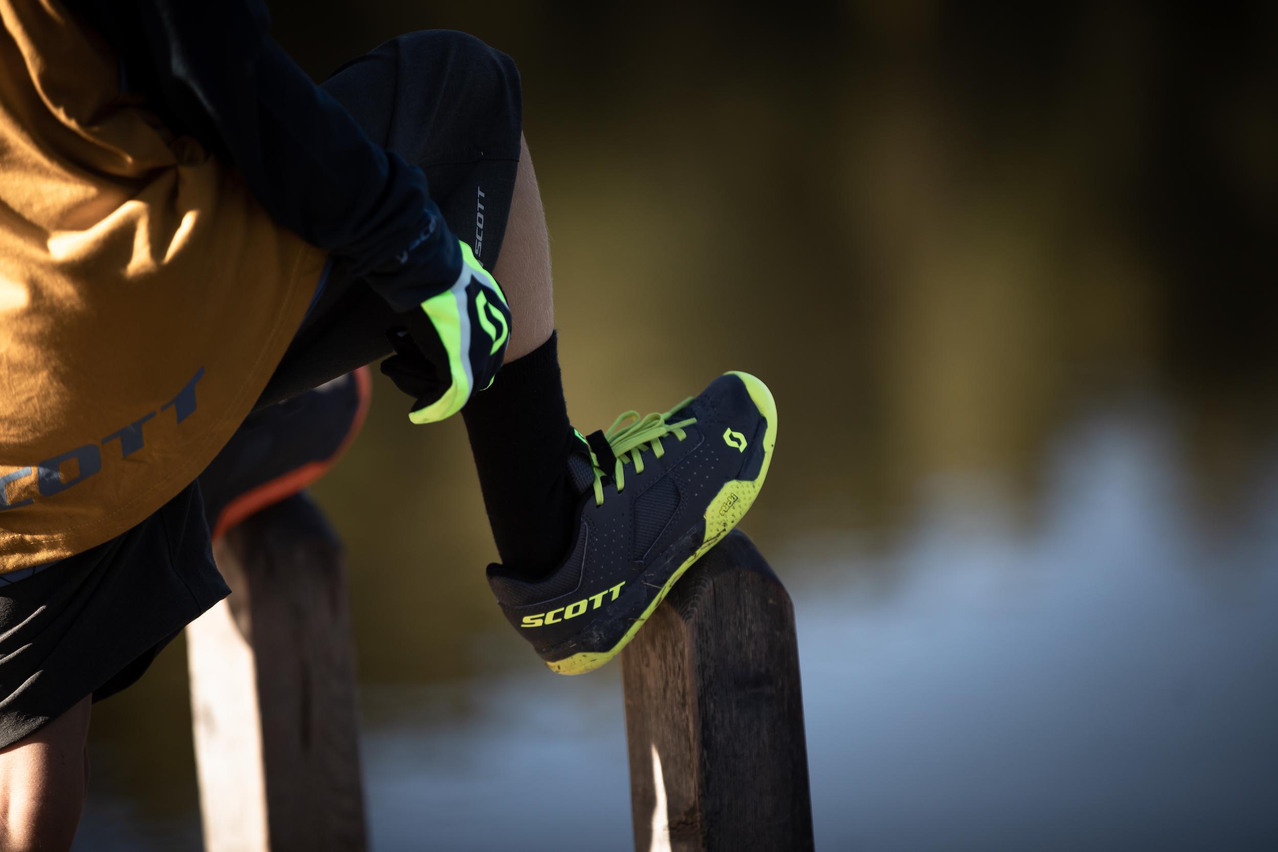 Die MTB AR Kids Schuhe sind sowohl in einer Version mit klassischer Schnürung als auch mit praktischem Klettverschluss verfügbar.