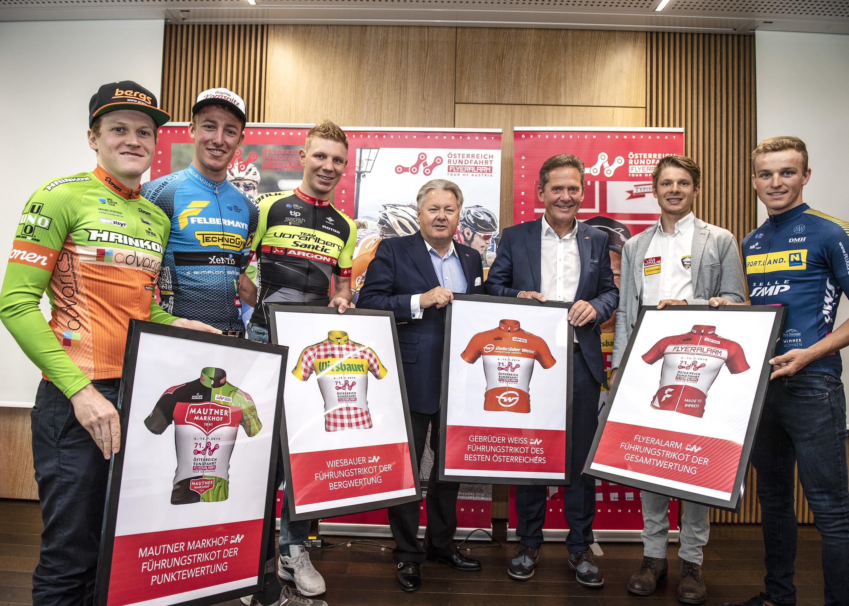v.l.n.r.: Dominik Hrinkow (Hrinkow Advarics Cycleang Team), Florian Kierner (Team Felbermayr Simplon Wels), Daniel Geismayr (Team Vorarlberg Santic), Harald Mayer (ÖRV Präsident), Franz Steinberger (Tourdirektor), Sebastian Schönberger (Neri Sottoli - Selle Italia - KTM), Thomas Umhaller (SPORT.LAND. Niederösterreich Selle SMP - St. Rich)