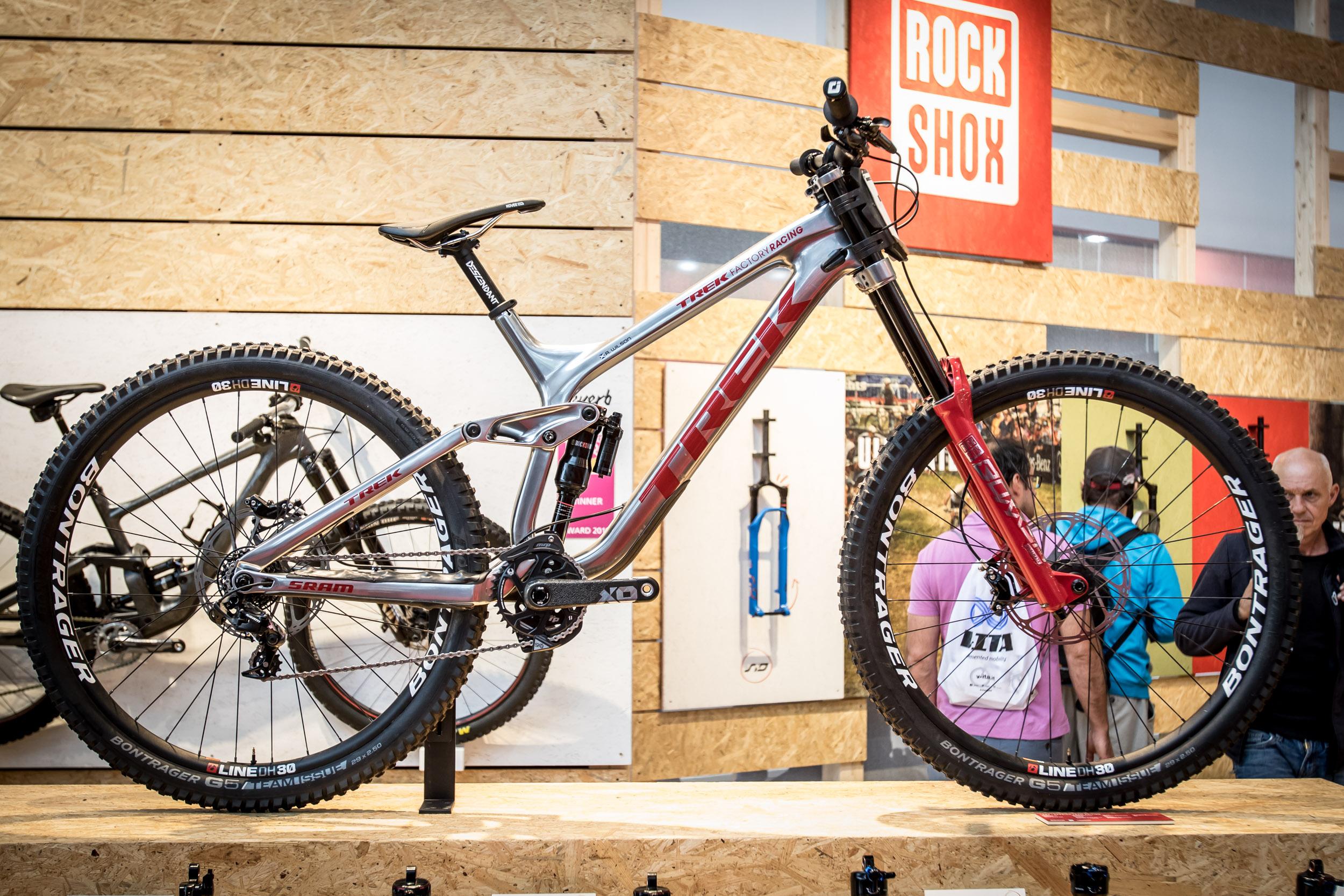 Und noch ein Downhiller zum Drüberstreuen: Reece Wilsons Trek Factory Bike mit RockShox Boxxer Ultimate.