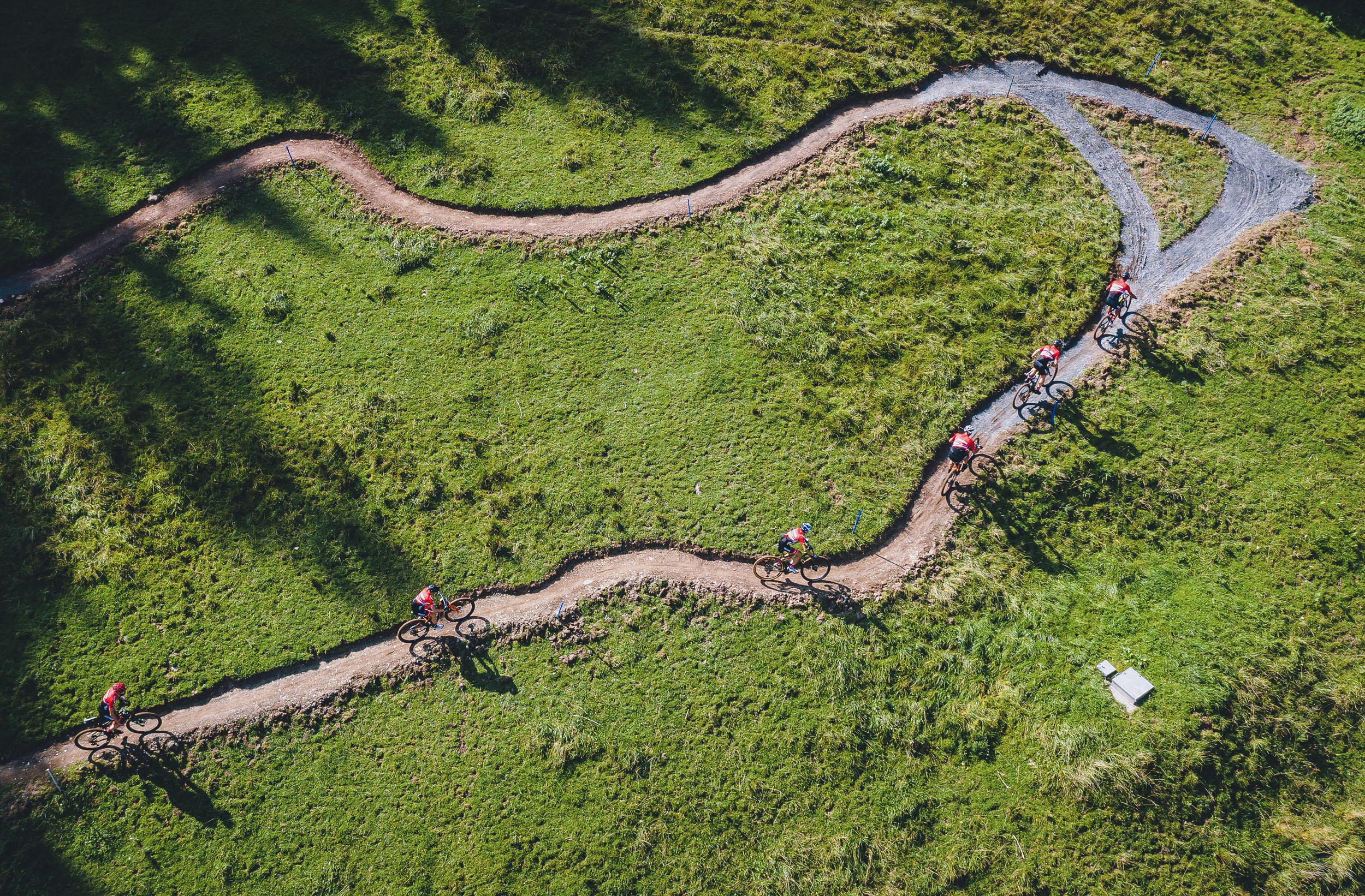 Heimvorteil: Der neugebaute Cross Country-Kurs für die UCI 2020 Mountainbike WM in Saalfelden Leogang wurde von den heimischen Athleten bereits ausgiebig besichtigt.