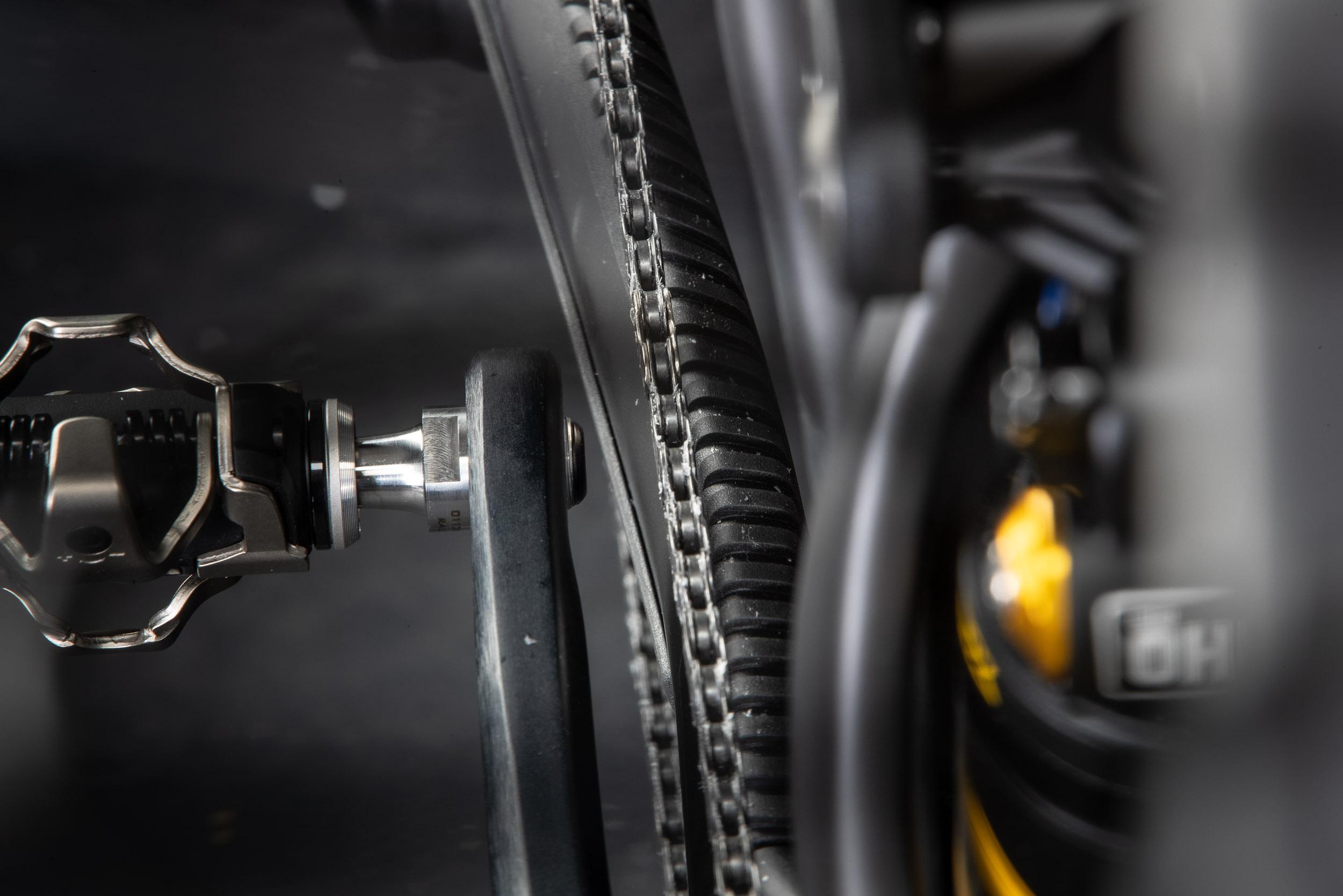 XC200 am MTB: Auch ohne Spacer ausreichend Abstand zwischen Pedal und Kette