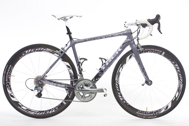 Das alles auf einem Trek Madone 6.9 WSD-Rahmen mit Bontrager Aelos 5.0-Laufrädern und Ultegra-Gruppe.