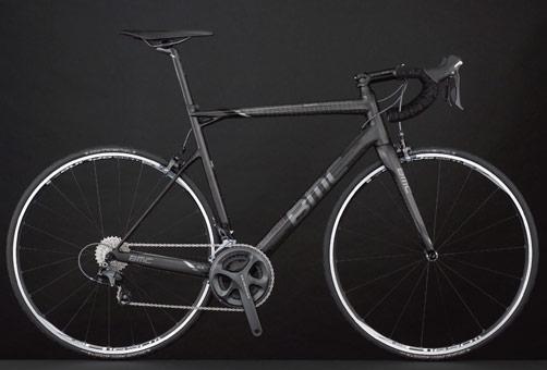 Mit Ultegra wiegt das dann stealth-graue SLR01 7,05 kg.