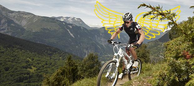 Kräftige Nacken- und Schultermuskeln verleihen am MTB Flügel und
