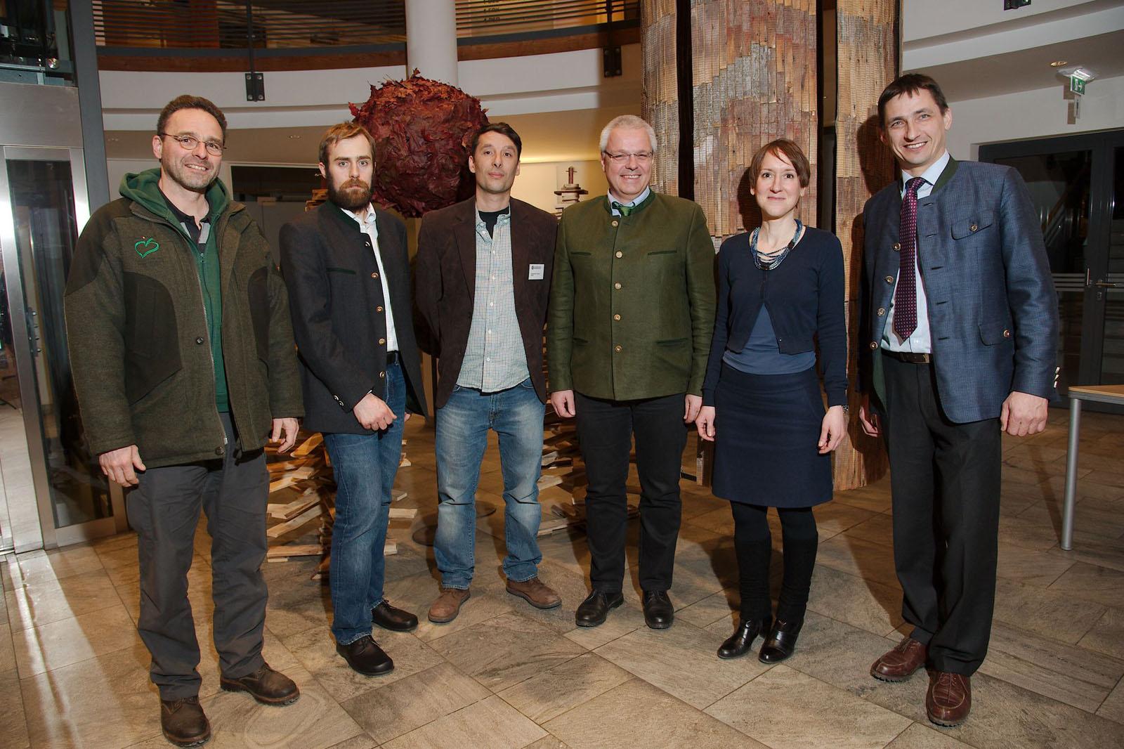 Zufriedene Gesichter am Ende des Stakeholder-Dialogs bei den Mitgliedern der Plattform und Organisatorin Alexandra Wieshaider vom �BF.