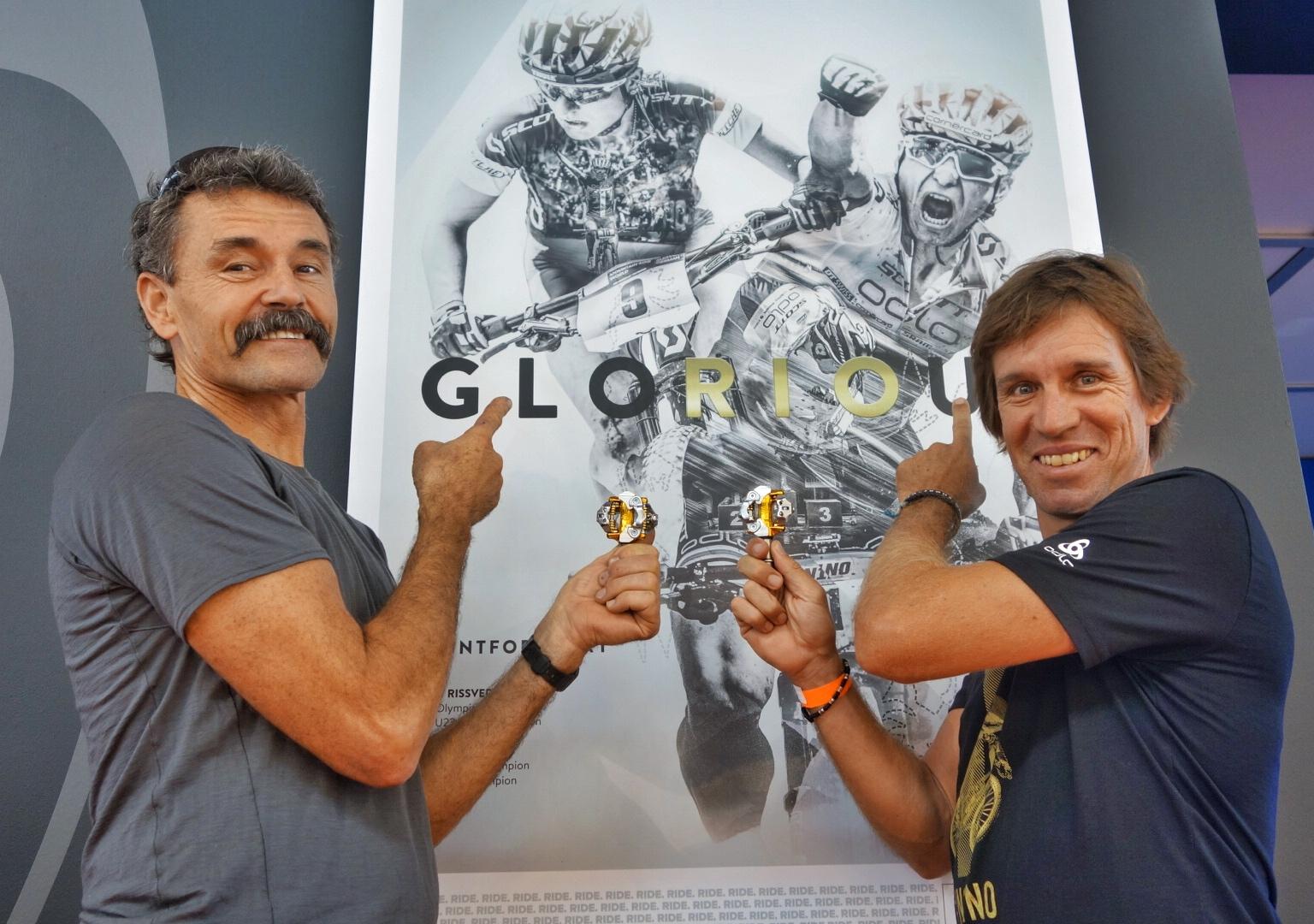 Wenn man zwei Olympiasieger mit Material unterstützt, hat man leicht lachen. Tom Ritchey und Thomas Frischknecht dürfen sich freuen.