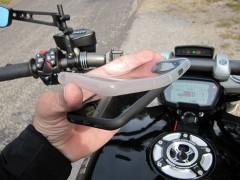 """Das """"Weather Cover"""" empfiehlt sich am Motorrad generell immer."""