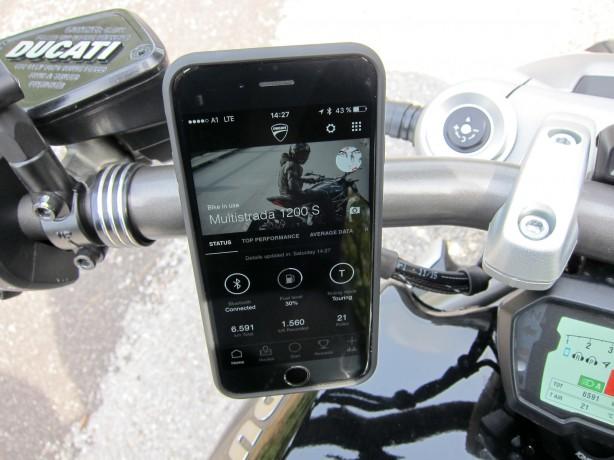 Motorrad-App mit Statusinfos oder Live-Telemetriedaten
