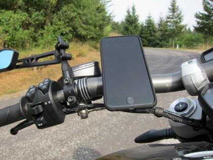 Das Handy hält bombenfest (bis 238 km/h getestet)