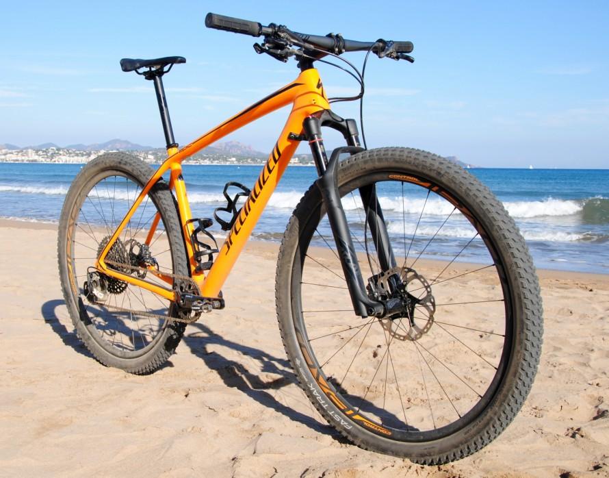 Mit X01 Eagle und leichten Roval Carbon Laufrädern