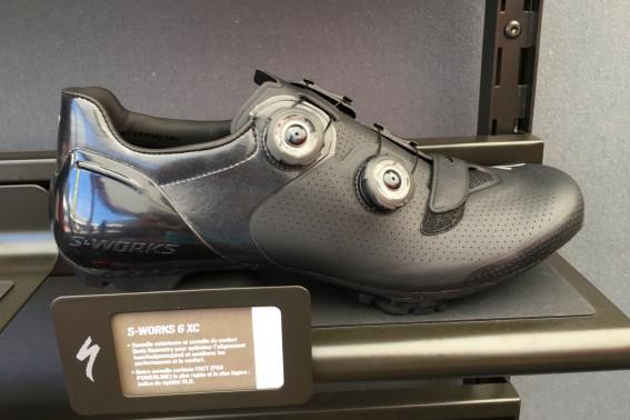 Den Schuh (s.u.) gibt's auch in Schwarz