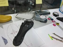 Die Sohle und ihre Cleat-Bohrungen; die Entwickler verbrachten Wochen, gar Monate damit, die Bohrungen so zu platzieren, dass alle gängigen Pedalplatten montiert und eingestellt werden können und die Schuhe danach nicht an der Kurbel oder am Rahmen streifen.