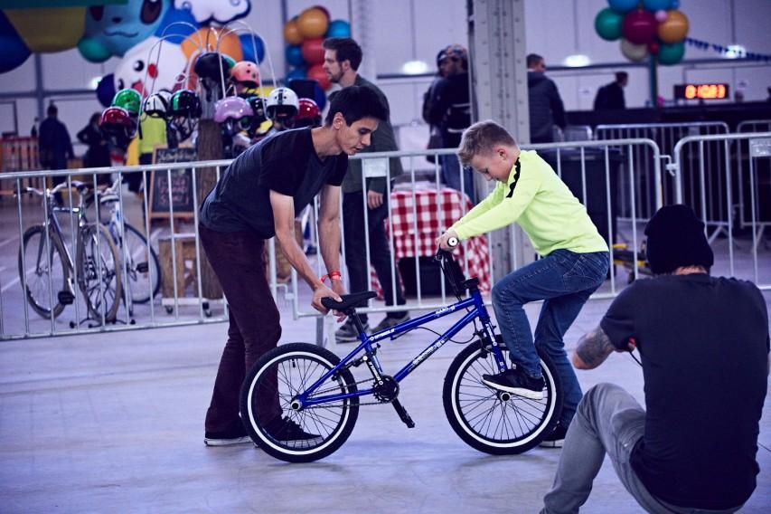 boten am Samstag und Sonntag mehrmals ta?glich Workshops an, die nicht nur die Kids begeisterten. Fahrräder konnten vor Ort geliehen werden.