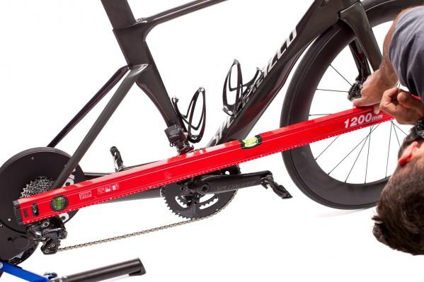 Feineinstellungen können über die Höhe der Standfüße, die Einstellung der Laufradgröße oder den Luftdruck am Vorderreifen vorgenommen werden.