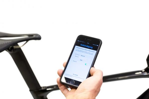 Danach schalten wir den Bluetooth-Empfang am Handy, sowie den KICKR aus- und wieder ein.