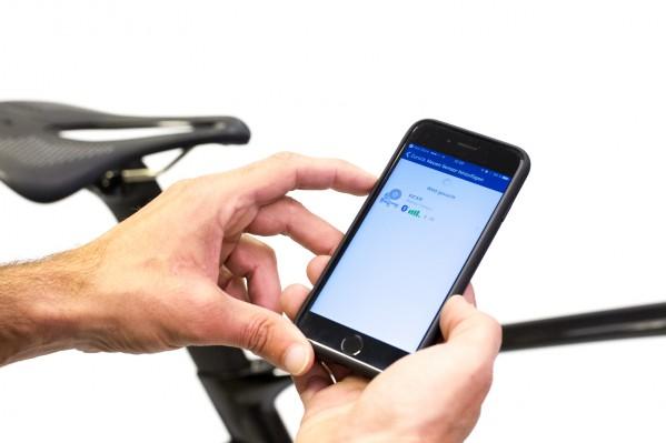 Beispielsweise können hier neben dem KICKR auch gleich der Kadenzmesser, Herzfrequenzgurt und andere Sensoren gekoppelt werden.