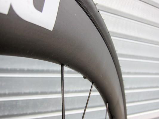 Aerodynamischer Übergang von Felge zu Reifen - selbst beim voluminösen 28er Pneu