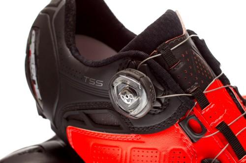 Jeder Schuh wird mit zwei BOA IP-1 Drehverschlüssen bedient.