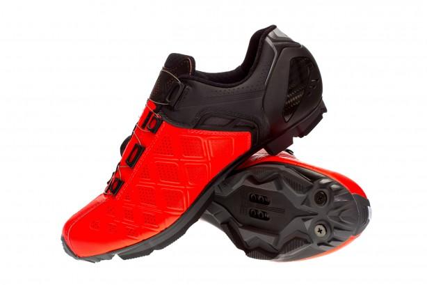 """Gaerne rühmt sich, für alle sportlichen Schuhe sehr atmungsaktive Mikrofaser zu verwenden. Wer es extra kühl braucht: Den G.Sincro + gibt es auch in einer noch stärker belüfteten Sommerversion mit dem Beinamen """"Summer""""."""