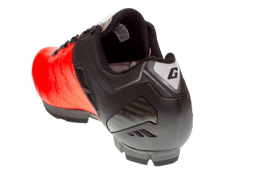 Gaernes komplett neue, anatomisch überarbeitete und formstabile Kunststofffersenkappe soll die Achillessehne vor Überreizung schützen und den Fuß weiter im Schuh stabilisieren.