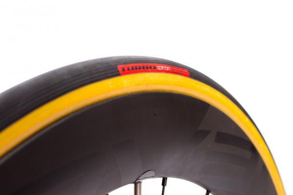 Zum Testen montierten wir die Reifen auf Specialized CL 64 Disc Laufräder.