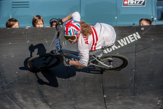 Pumptrack verließ sie ohnehin nur zum Schlafen und Essen. Einzig das Trialbiken blieb ihr mangels Testrad verwehrt.