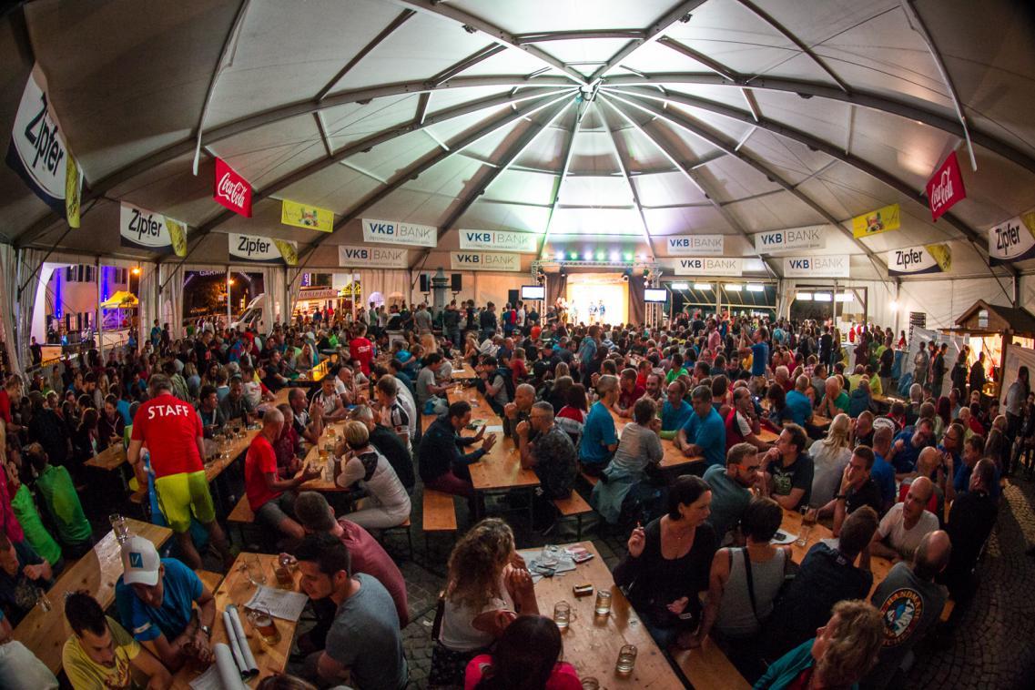 Das riesige Festzelt bleibt mittlerweile den ganzen Sommer über am Goiserer Marktplatz stehen und dient als Schauplatz für verschiedenste Veranstaltungen