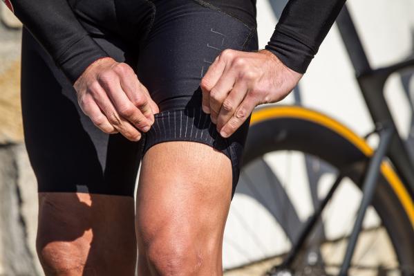 Innovative Beinabschlüsse, die völlig ohne Gummi auskommen und stattdessen über vertikale Streifen verfügen.