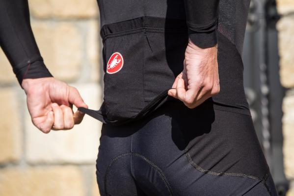Schwebende Rückentaschenkonstruktion und 3D-Mesheinsatz hinten für verbesserten Halt