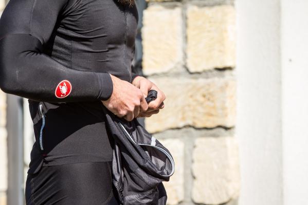 Einsätze aus dehnbarem, wasserdichtem Torrent Material am Rücken, YKK Vislon Reißverschluss, reflektierende Details an Vorder- und Rückseite
