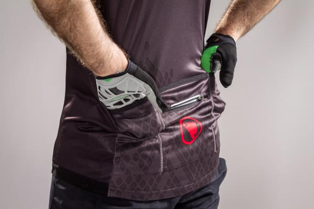 3 Taschen (Mitteltasche mit Zip)
