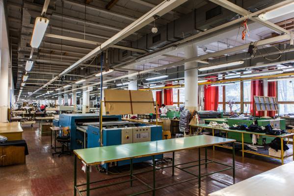 Mehr als 500 Angestellte arbeiten an IsadoreApparel-Produkten, sowie an der Bekleidung anderer namhafter Designer.