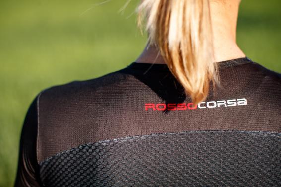 Elastischer Schulterbereich für Bewegungsfreiheit und Komfort beim Schwimmen und Laufen