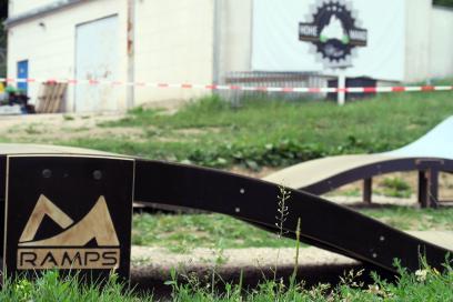 Handlungsbedarf; detto beim Pumptrack, wobei hier mit einmal Rasenmähen ...
