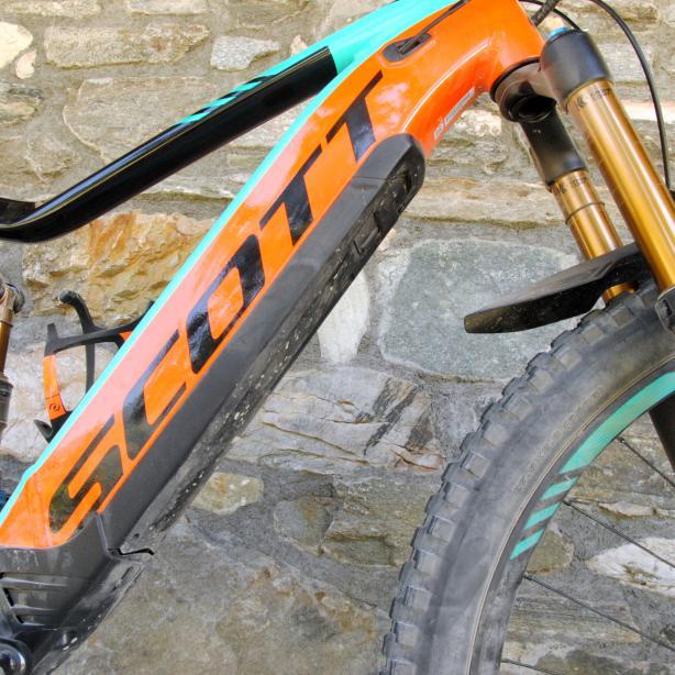 Um den Anforderungen des MTB-Sports gerecht zu werden, kommt auch der Akku der E-8000 Serie mit 500 Wh.