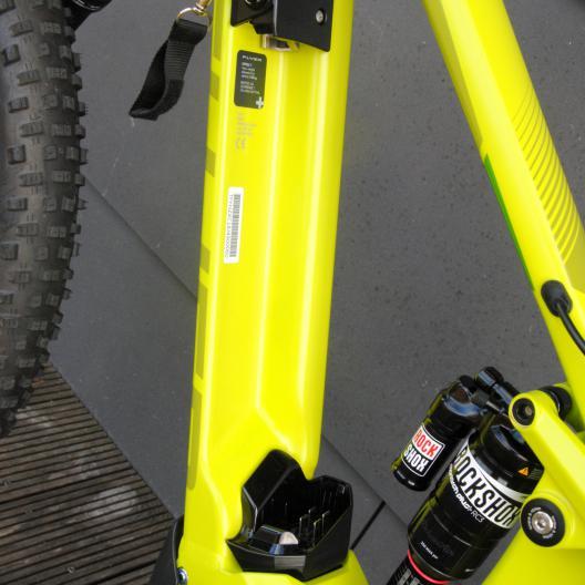 Die L-förmige Akkuaufnahme sorgt für festen Sitz, Steifigkeit und leichte Handhabung.