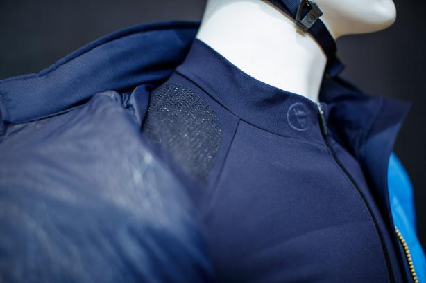 die gummierte Schulterauflagen für den Rucksack