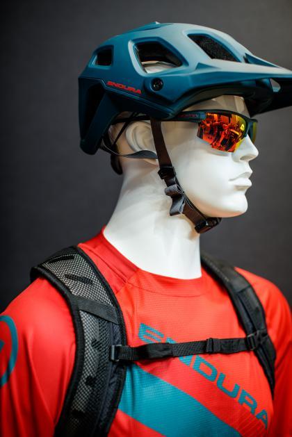 Singletrack Helmet II  + Singletrack Glasses