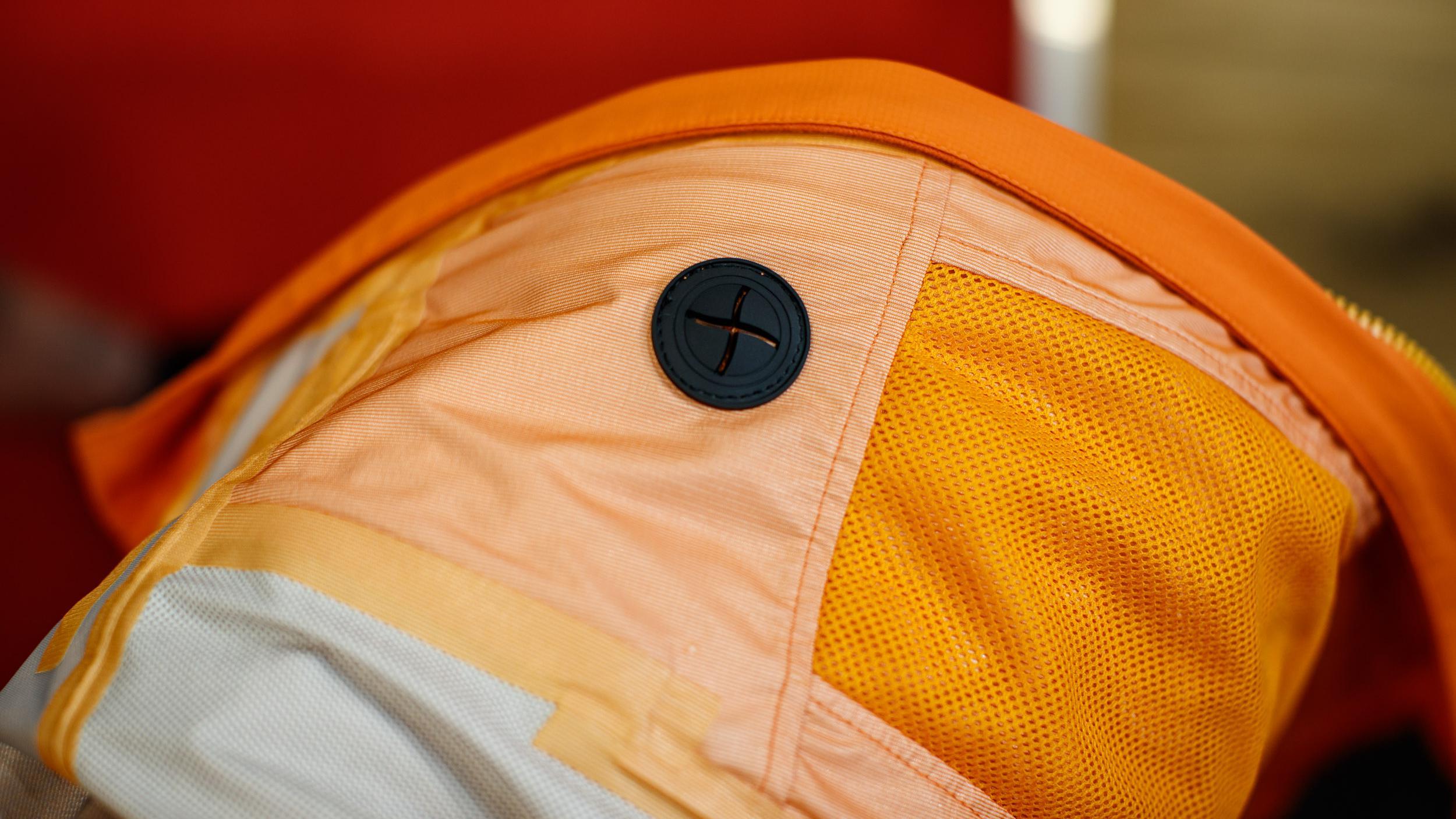 Die MT500 Waterproof Jacket II bietet für unter 200 Euro jede Menge Features wie ExoShell60 3-Lagen-Laminat, Kopfhöhrerausgang, zahlreiche Taschen etc.