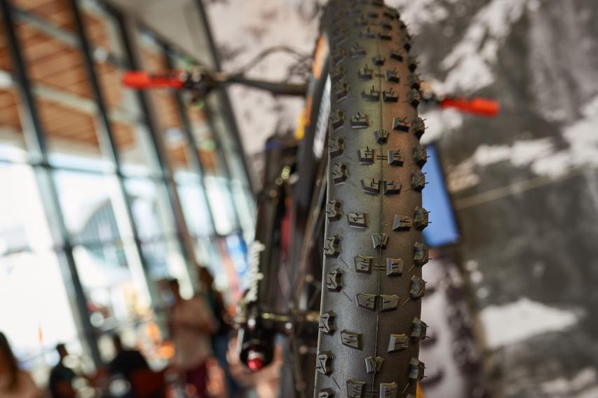 Der Baron 2.6 Projekt: Durch den größeren Durchmesser rollt der Reifen leichter über die Hindernisse, zeigt mehr Traktion und schmiegt sich so dem Trail an, statt bloß darüber hinwegzurollen.