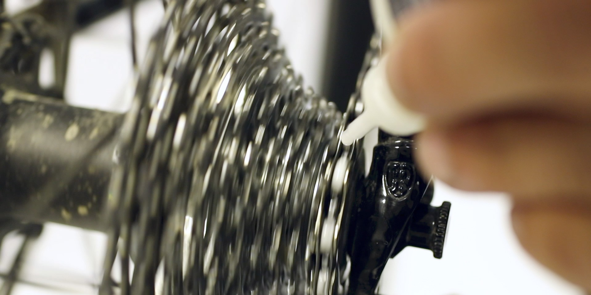 Fahrradkette schmieren mit DryFluid Bike