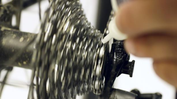 Video: Fahrradkette schmieren mit DryFluid Bike 2017