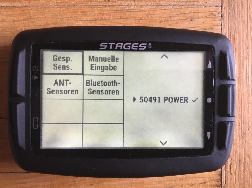 Neue Sensoren lassen sich zwar auch manuell eingeben - leichter geht's aber durch Auswahl von Bluetooth oder ANT+. Dort werden in Echtzeit alle gerade aktiven Geräte angezeigt. Zum Koppeln muss nur noch eines ausgewählt werden.